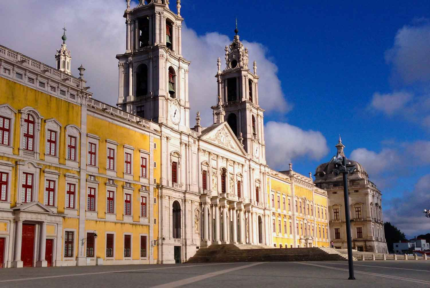 Mafra's village is 20 minutes away from us; its impressive palace shouldn't be missed!
