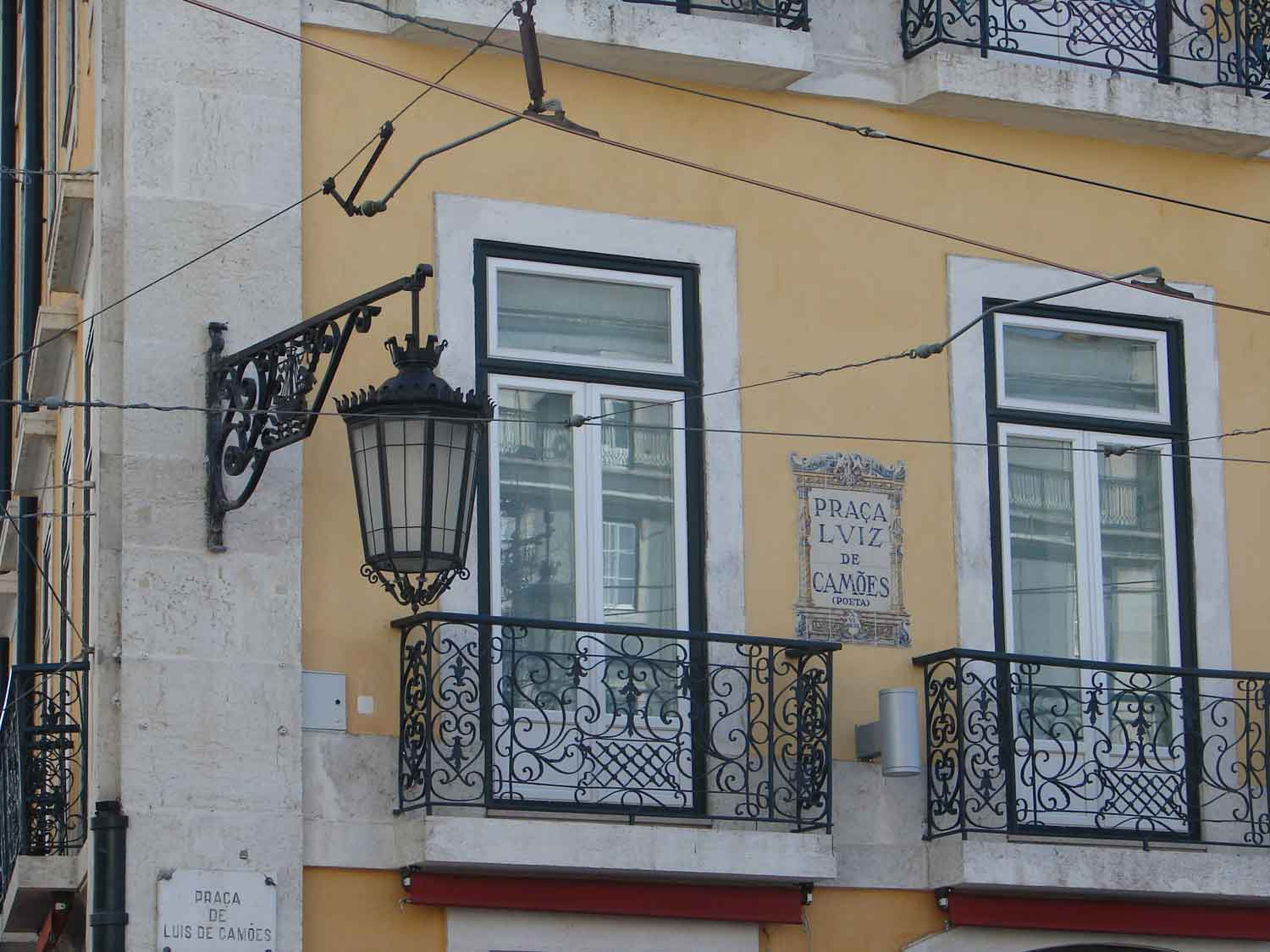 Lisbon is a 30 minutes ddrive from Sintra